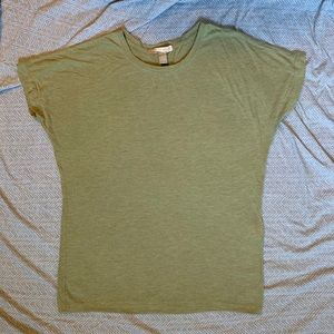 ✨closet clearout olive green tshirt